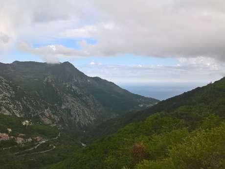 Sentier de randonnée du Col de Castillon à Sainte-Agnès