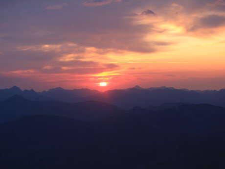 Bivouac et lever de soleil au sommet du Mont Mounier