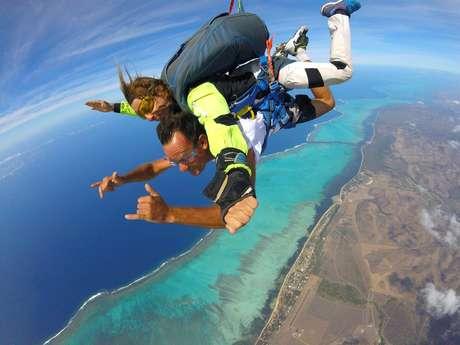 Saut en parachute tandem à Poé - Nouméa Skydive