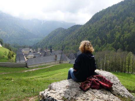 Marche du silence autour du monastère