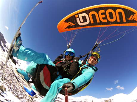 Paragliding with Flyverbier