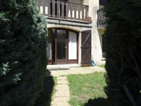 Location Mme COSTOMIRIS Lucette