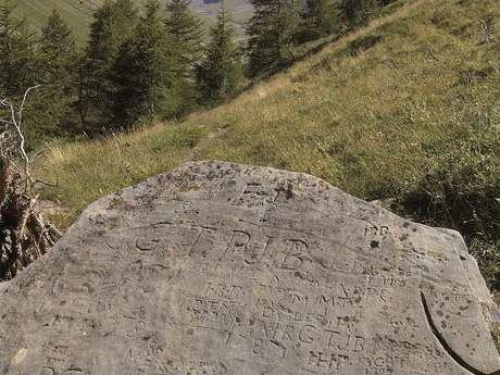 Le Sentier des Alpes - La Pierre des Saints