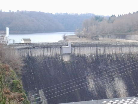 Plan d'eau-barrage de Rochebut