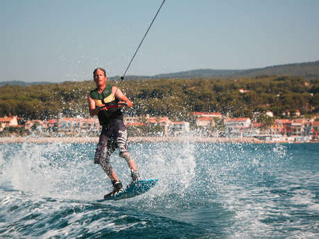 Free session of water skiing or wakeboard – Wake sensation