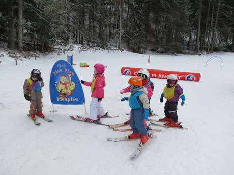Children's group alpine ski lesson