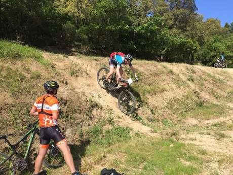 Stage d'entrainement cyclistes Côte d'Azur - VTT ou VTTae - Village de Roquebrune-sur-Argens