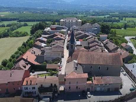 Le bourg des Marches