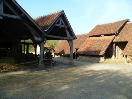 Atelier de construction d'une petite maison