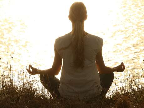 SUSPENDU Yoga sur chaise