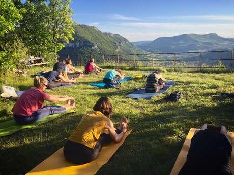 Soirée sunset yoga dans un site insolite
