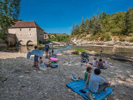 Baignade du moulin dans la rivière Célé à Cabrerets