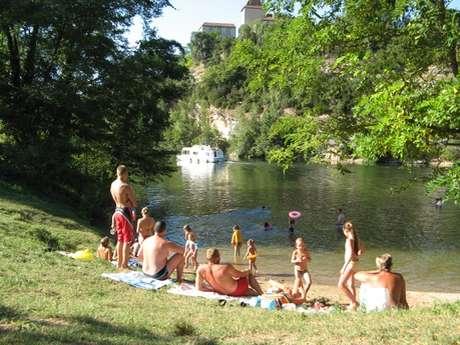 Baignade dans la rivière Lot à Douelle