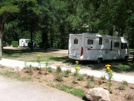 Aire communale de camping-cars des berges du Lot