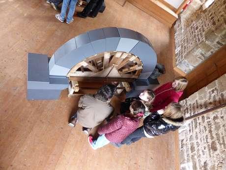 Atelier enfant : L'art de bâtir > initiation à la construction médiévale
