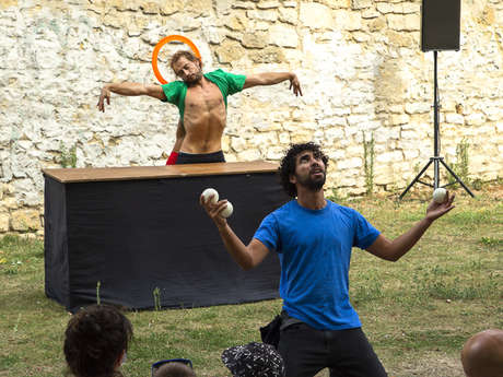 Arts du cirque :  « Piti Peta Hofen Show »