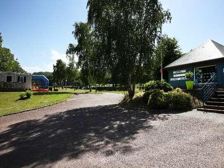 Aire de stationnement et de service du Camping Le Mont Joli-Bois
