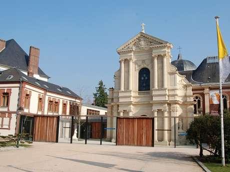JEP : Carmel, visite guidée de l'exposition des statues de Sainte-Thérèse