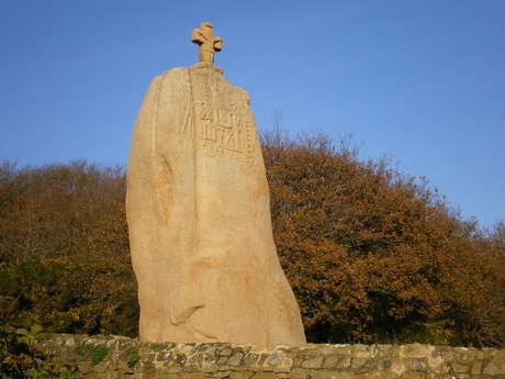 Menhir de Saint-Uzec