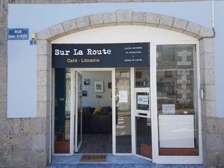 """REPORTÉ - Kofi Yamgnane au café-librairie """"Sur la Route"""" à Huelgoat"""