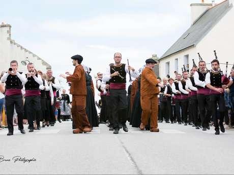 Défilé du Bagad et Cercle de Beuzec-Cap-Sizun