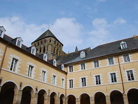 Abbaye Saint-Sauveur