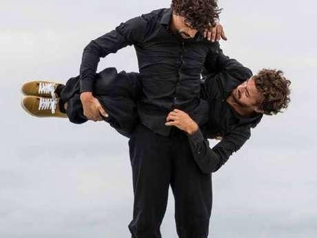"""Saison Culturelle Montfort-sur-Meu - Chorégraphie jonglée - """"Accroche toi si tu peux !"""""""