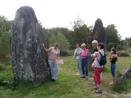 Visite guidée aux Menhirs de Monteneuf