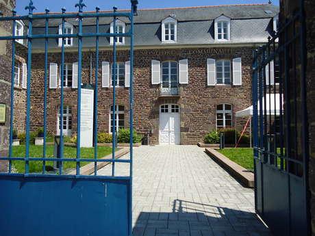 L'Hôtel Montfort Communauté (ancienne Sous Préfecture)