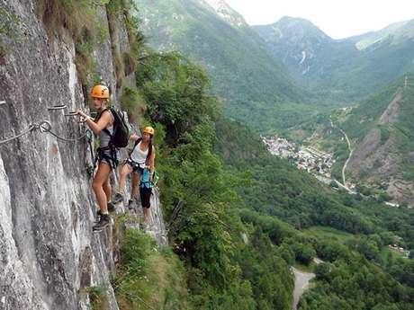 Escalada con la Oficina de las guías Pirineos De Ariège