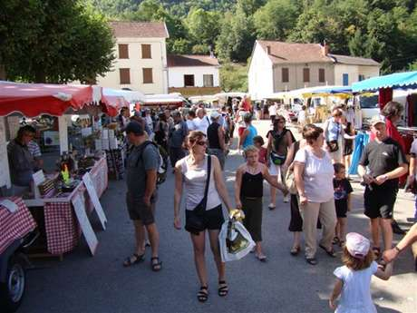 Market at Les Cabannes