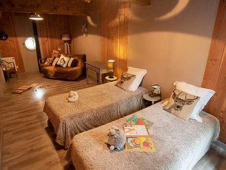 """Clévacances - Chambre d'hôtes 09C30312 - """"Chambre famille pour 4 à 6 personnes avec accès piscine chauffée près de Foix."""""""