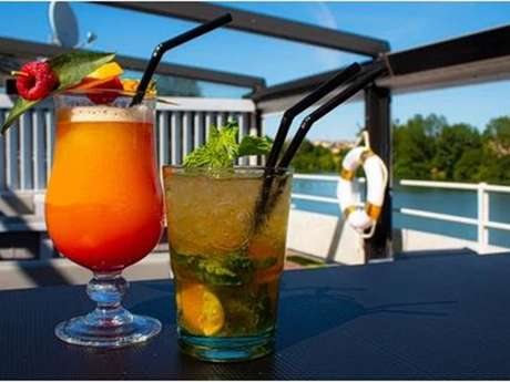 Le nautic bar lounge (bar à tapas)