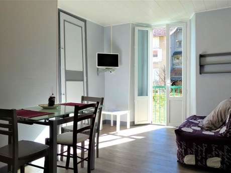 """Clévacances - Meublé 009MS000106 - """"Appartement dans une ville thermale (1er étage)"""""""