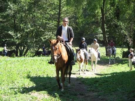 Randonnées à cheval avec la ferme équestre Les longues Pistes