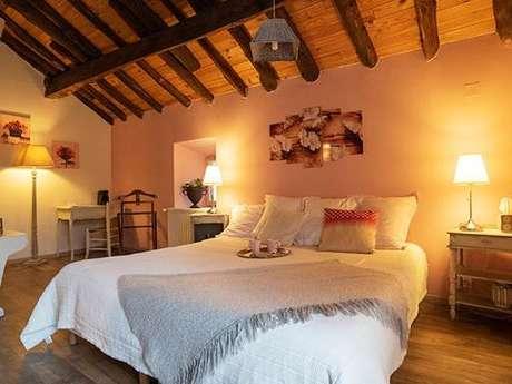 """Clévacances - Chambre d'hôtes 009CH000035 - """"Chambre de charme pour 2 avec accès  jacuzzi près de Foix"""""""
