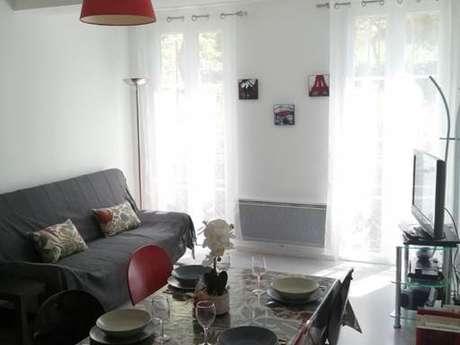 """Clévacances - Meublé 0320111 - """"Appartement 2/4 personnes à Ax"""""""
