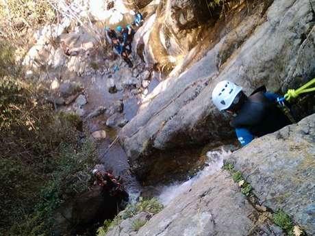 Canyon d'eau chaude avec le Bureau des Guides