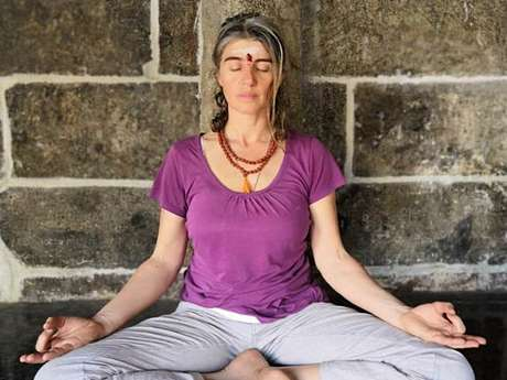 Cours de Hatha Yoga en plein air avec Chrystel