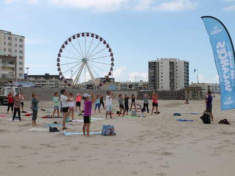 Matinales Toniques : séance de stretching les pieds dans le sable