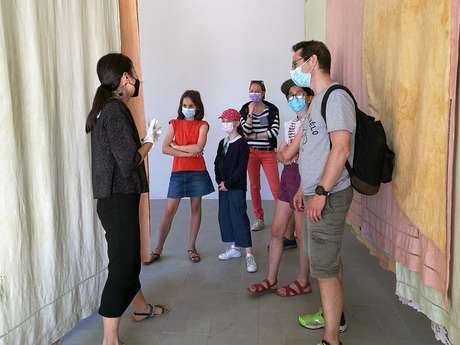 Visite en langue des signes de l'exposition « Soleil Blanc »