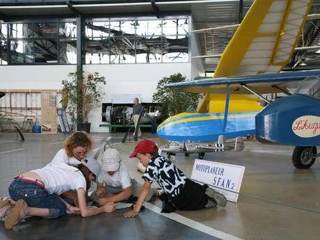 Animations pour les enfants pendant les vacances scolaires: maquette d'avion de tourisme ou hydravion