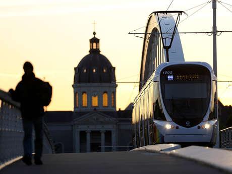 Angers : d'une rive à l'autre en tramway