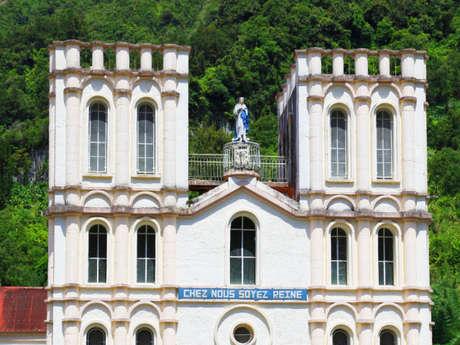 Place de la Mairie et de l'Eglise Notre Dame de l'Assomption