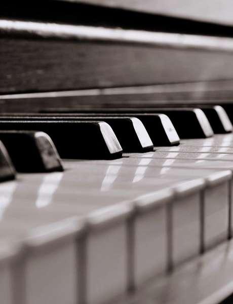 Nouvelles Renaissances Présente les Instruments de Deux Musiciens aux Enfants