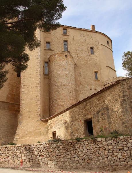 French walking guided tour: Meyrargues