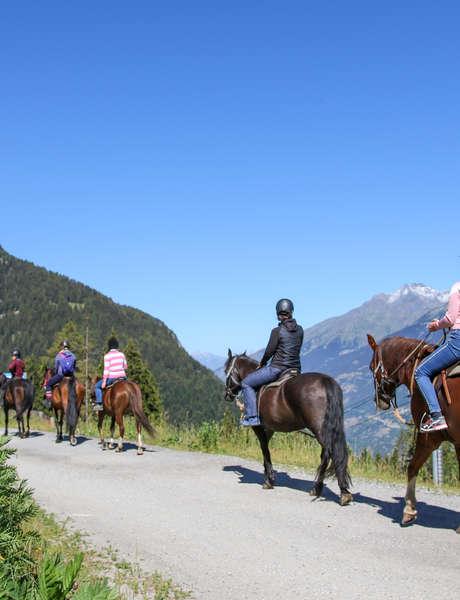 A cheval en montagne - Déambulation équestre dans la station et pot d'accueil