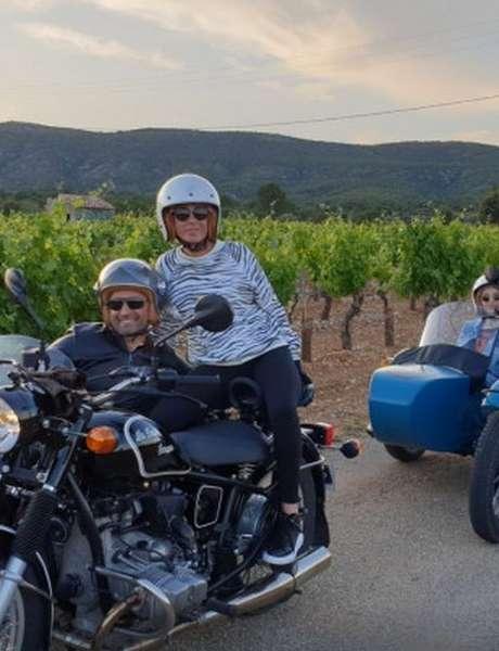 Balade et découverte en moto side car / BE6