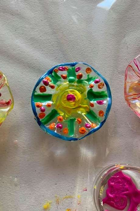 Atelier de peinture sur verre au Musée du Cristal de Bayel