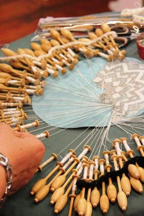 Atelier dentelle à la main : initiation, perfectionnement et frivolité